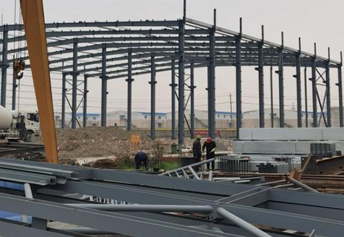 钢结构公司目前钢结构厂房施工用什么材料?